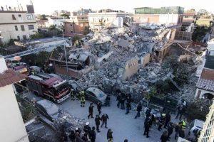 Roma, crollo palazzina ad Acilia: mamma e figlia trovate vicine in soggiorno
