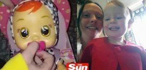 YOUTUBE Compra bambola che piange alla figlia: ma sembra una donna che...