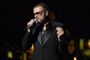 George Michael e l'anno maledetto per la musica: tutti i musicisti morti nel 2016