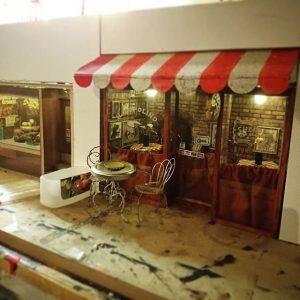 Il Topolino, ristorante per topi a Malmo (Svezia), noci e formaggio la porta accanto...