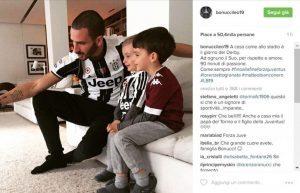 Leonardo Bonucci guarda derby a casa con i figli. Fair play in famiglia uno ha maglia Juve, l'altro del Toro FOTO