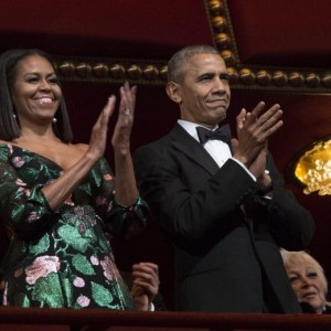 """Michelle Obama indossa abito Gucci. Per New York Times """"vuole omaggiare Matteo Renzi"""" FOTO"""