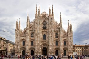 Duomo di Milano: uomo precipita sulle guglie, è gravissimo