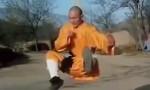 FOTO-VIDEO Monaco buddista colpito sui genitali non sente dolore