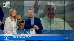 """Papa Francesco telefona in diretta a Uno Mattina: """"Buon Natale"""" VIDEO"""