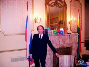 Petr Polshikov, diplomatico russo ucciso in casa a Mosca con un colpo di pistola alla testa