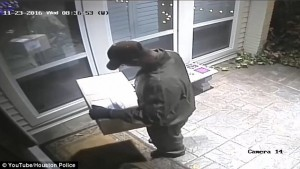 Rapinatore travestito da corriere Ubs, entra in casa e picchia proprietario