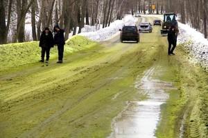 Russia, si rompe tubo pieno di cromo: neve verde sugli Urali