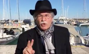 "VIDEO Referendum, Antonio Razzi canta: ""Votate no, no, no"""