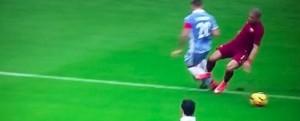 Lazio-Roma, Bruno Peres-Biglia: rigore negato ai giallorossi