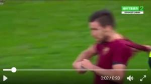 Lazio-Roma, Strootman-Cataldi (VIDEO): rissa e rosso al laziale