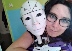 Innamorata di un robot: la storia di Lilly, che vuole sposare InMoovator