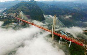 YOUTUBE Beipanjiang Bridge, aperto al traffico il ponte più alto del mondo