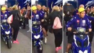 Valentino Rossi e il calcio alla tifosa nel paddock a Valencia: caso archiviato