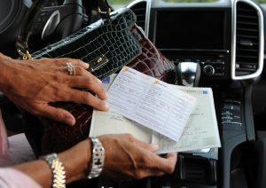Bollo auto più caro con bancomat, Antitrust multa Aci