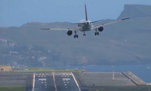 YOUTUBE Vento troppo forte a Madeira: atterraggio pauroso, al quarto tentativo