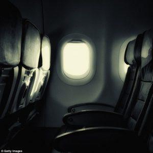 Aereo, perché spengono le luci prima del decollo? Se succede qualcosa...