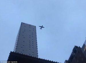 YOUTUBE Manhattan: aereo militare a bassa quota: psicosi 11 settembre a New York FOTO