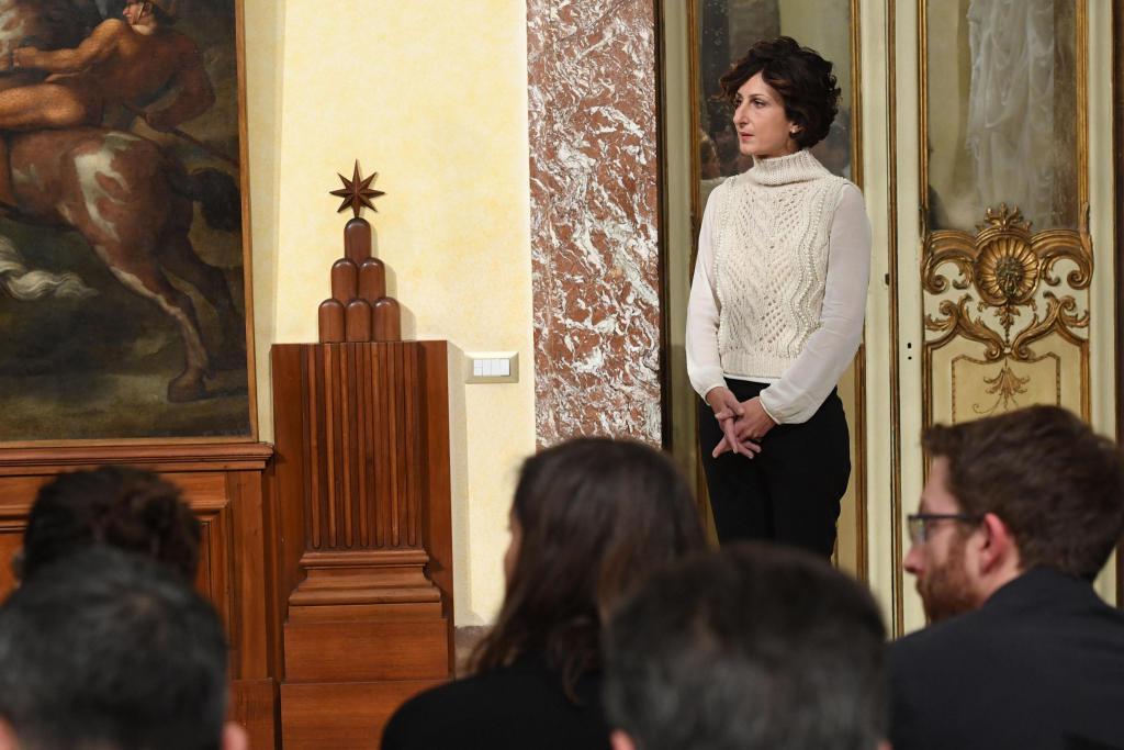 Il maglione bianco di Agnese Renzi scatena le polemiche: ecco perché -Guarda