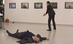 """YOUTUBE Niente sangue né bossoli. Complottisti: """"Attentato ambasciatore russo una messinscena"""""""