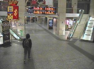 Anis Amri alla stazione Torino Porta Nuova il 22 dicembre FOTO