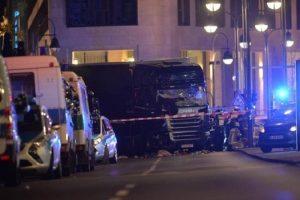 Berlino: sistema di frenata bloccò il tir dell'attentato altrimenti...
