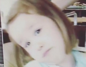 Aurora Ramazzotti fa 20 anni. Papà Eros, auguri questo VIDEO di lei bambina