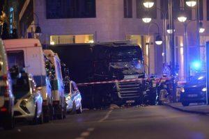 Attentato Berlino, camion dirottato ma... autista polacco era su lato passeggero