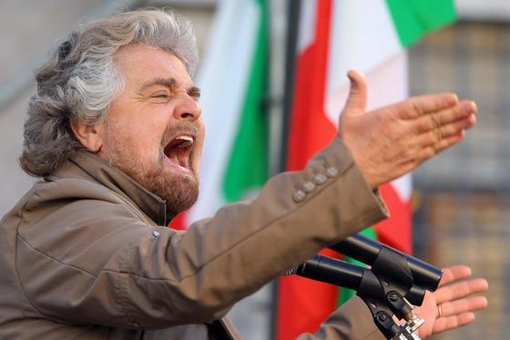 Referendum: Grillo, denunceremo Renzi per falsa scheda elettorale