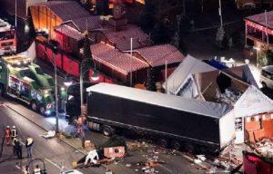 Attentato Berlino: polacco sul camion ucciso da colpi d'arma da fuoco