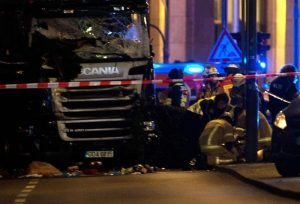 Attentato Berlino, il camion era partito dall'Italia. Poi rubato?
