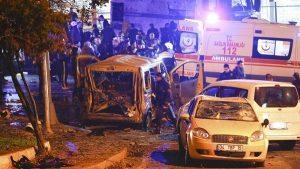 YOUTUBE Attentato Istanbul: autobomba vicino lo stadio, 29 morti