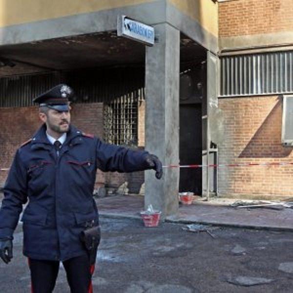 A fuoco caserma dei carabinieri in costruzione, matrice anarchica?