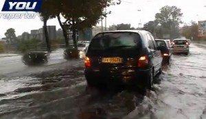 """YOUTUBE Catania: bomba d'acqua, strade allagate e bufala """"scuole chiuse"""""""