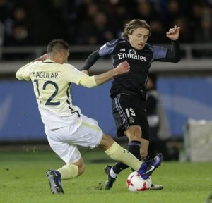"Real Madrid, Modric contro la moviola in campo: ""Non è calcio"""