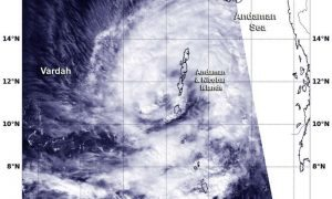India, allarme per l'arrivo del ciclone Vardah: oltre 50mila sgomberati