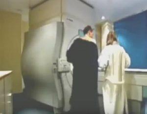 YOUTUBE Coppia ha un rapporto durante risonanza magnetica: il video esperimento