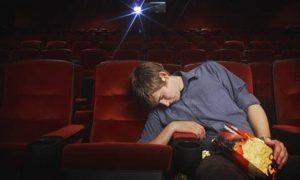 Reggio Emilia, va al cinema e si addormenta. Resta chiuso dentro