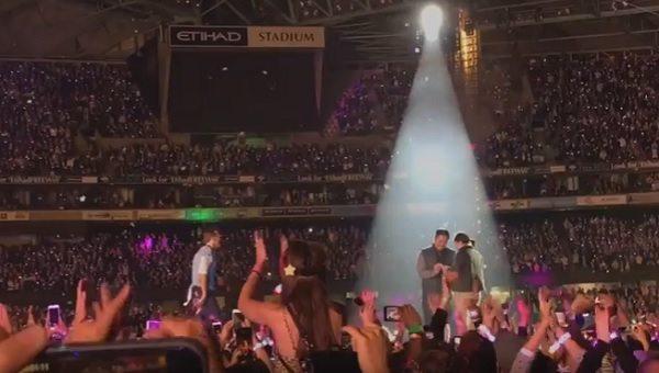 YOUTUBE Coldplay fermano il concerto per una...proposta di matrimonio