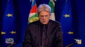 """Maurizio Crozza imita Paolo Gentiloni col """"Renz-maker"""": """"Scrivo a gufi e rosiconi"""" VIDEO"""