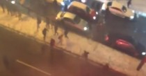 YOUTUBE Dinamo Kiev, ultras aggrediscono quelli del Besiktas. Coltelli e…
