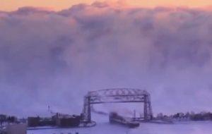 YOUTUBE Onda ghiacciata sul Lago Superiore: VIDEO spettacolare
