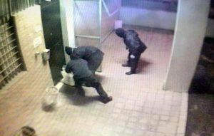 VIDEO YOUTUBE Attentato alla caserma dei carabinieri di Bologna: le immagini