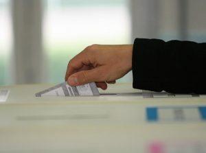 Sondaggio intenzioni di voto: M5S primo con 31,5%, poi il Pd a 29,8