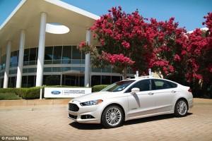 Auto senza pilota, Ford: via a primi test nel 2017
