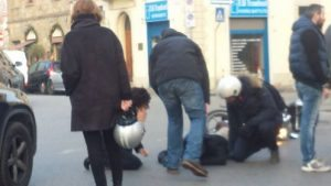 Agnese Renzi urta scooter a Firenze: ferite lievi per il motociclista
