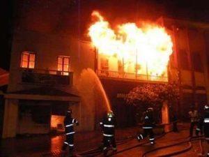 Firenze, casa va a fuoco: trovato cadavere carbonizzato di anziana