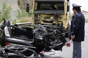 Montegalda, auto finisce sotto un tir: donna 59 anni muore sul colpo