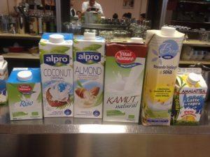 Soia, mandorle, riso, cocco... è corretto chiamarli latte?