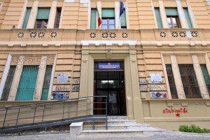 Castellammare di Stabia, scontro studenti-prof per l'occupazione: preside finisce in ospedale